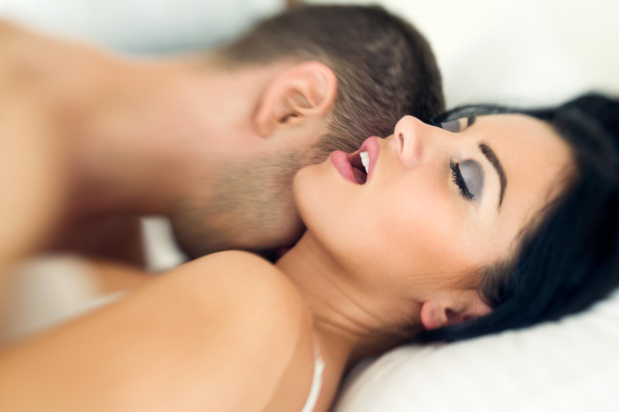 Принудительный оргазм женщин, Судорожный оргазм, оргазм до дрожи: Порно студентов 23 фотография