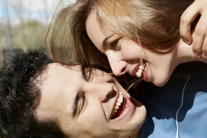 hetero koppel is gelukkig samen