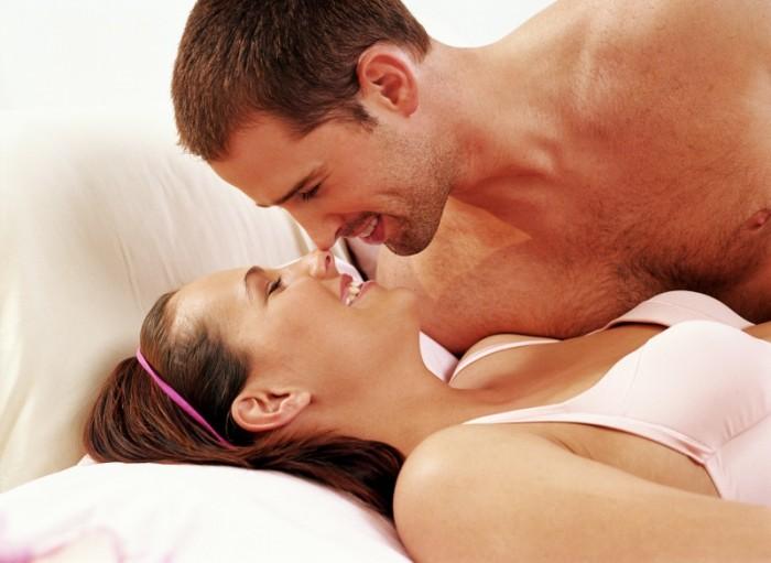 koppel romantisch in bed