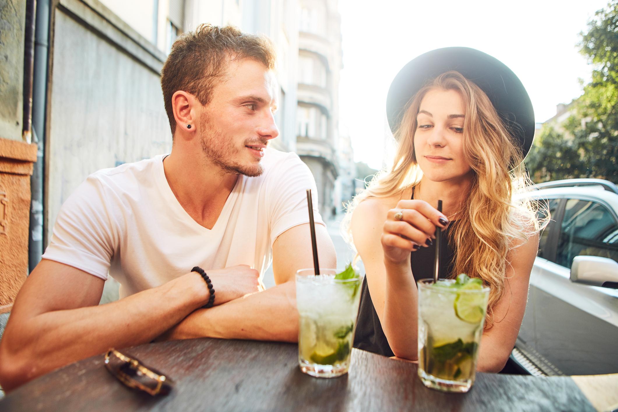Hoe krijg je een meisje om met je praten op een dating site Dating websiteprofiel voorbeeld